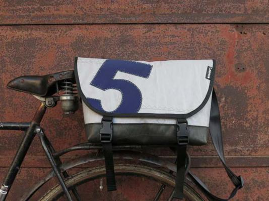 Messenger Bag aus Segel